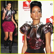 rihanna-treks-to-the-future