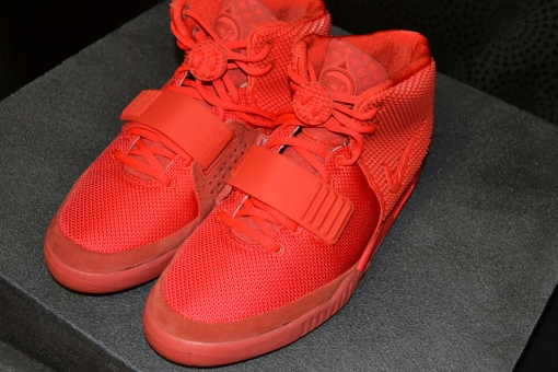 a-detailed-look-at-the-nike-air-yeezy-2-red-october-2